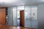 Mit ModulASS lassen sich Räume gestalten, die Individualität, Ruhe und Konzentration schaffen.