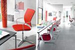 Klöber Moteo Besucherstuhl: konsequent und klar setzt Moteo Zeichen für eine eigenständige Bürokultur.