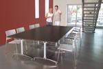 Mit den rollbaren Klapptischen von Palmberg verwandeln Sie Ihr dynamisches  Arbeitsumfeld in moderne Konferenzzimmer.